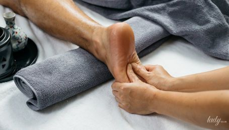 Масаж ніг: іноді це найкраще, що жінка може зробити для чоловіка