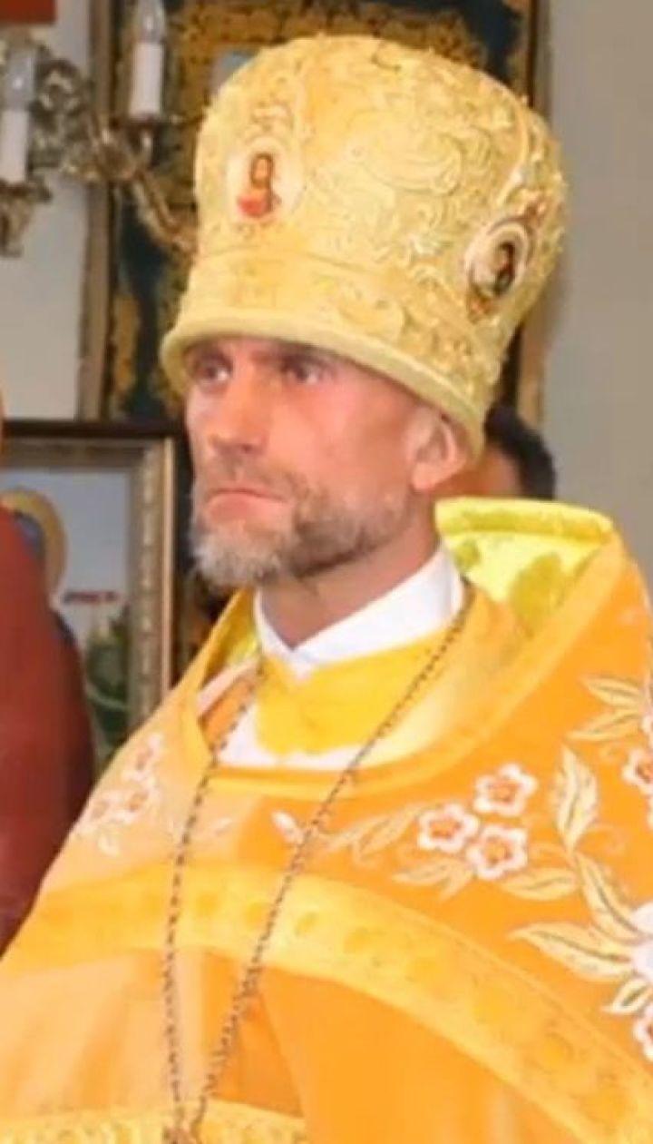 У столиці активісти зупинили священика, який об'їжджав затор по пішохідній доріжці