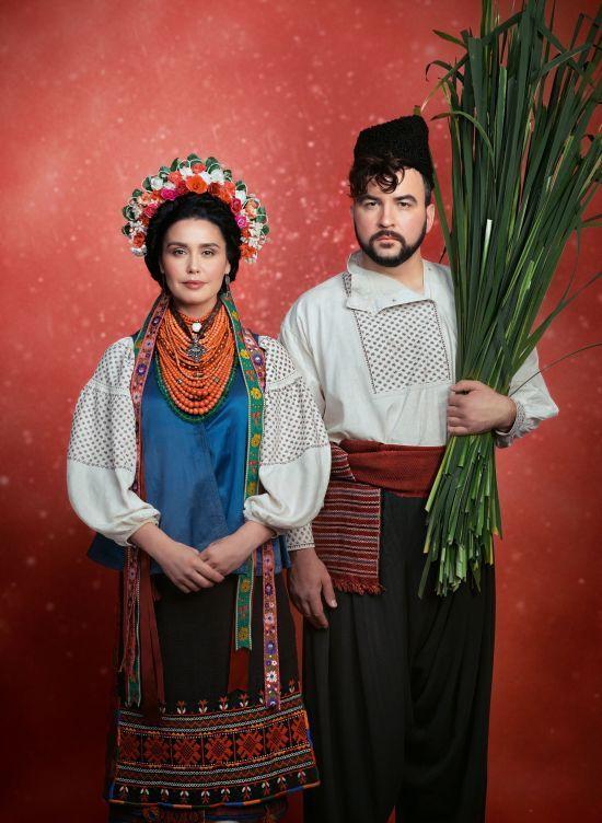 """""""Щирі"""" Сенічкін та Барбір у розкішних національних костюмах приєдналися до благодійного проекту"""