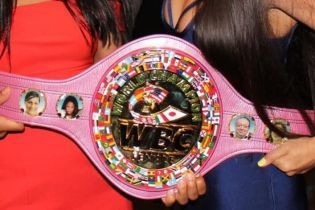 Самая престижная боксерская организация показала розовый чемпионский пояс