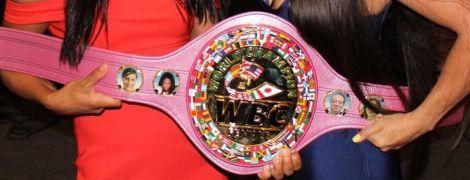 Найпрестижніша боксерська організація показала рожевий чемпіонський пояс