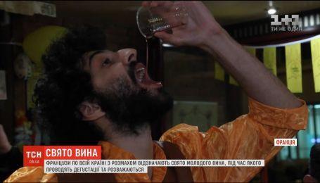 Французи відзначають свято молодого вина Божоле