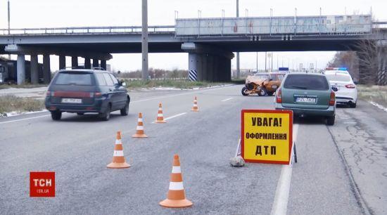 ВАЗ на літній гумі улаштував ДТП на дніпропетровській трасі