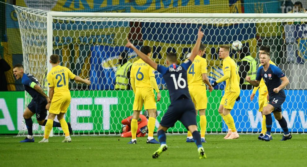 Україна розгромно поступилася Словаччині в останньому офіційному матчі року