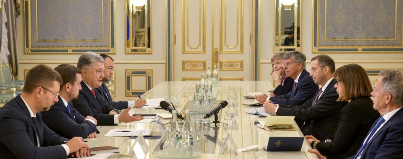 Порошенко призвал Запад усилить санкционное давление на Россию