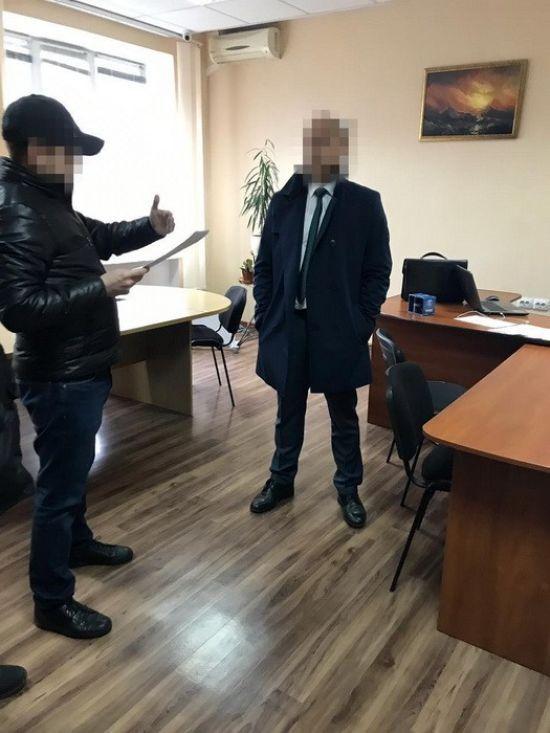 У Херсоні керівника обласної архітектурно-будівельної інспекції схопили на хабарі у 4,5 тис. доларів