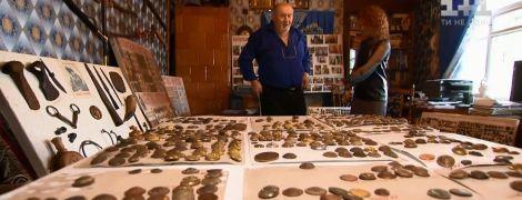 В Чернигове коллекционер собрал несколько тысяч пуговиц со всех исторических эпох