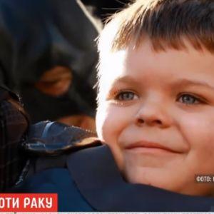 В США мальчик, который пять лет назад в костюме Бэтмена спасал город, поборол рак