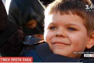 У США хлопчик, який п'ять років тому  у костюмі Бетмена рятував місто, поборов рак