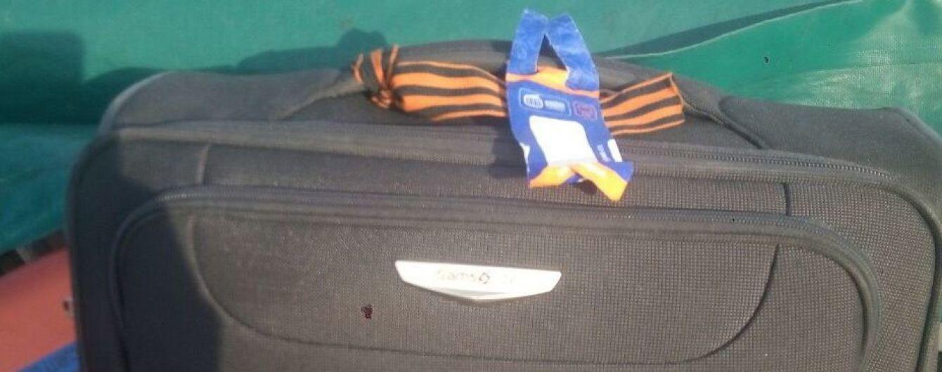 Пограничники не пустили в Украину россиянина с георгиевской ленточкой на чемодане
