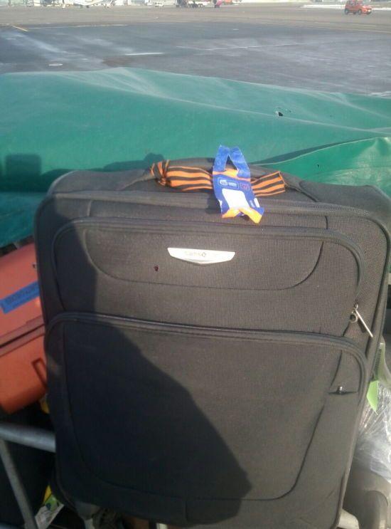 Прикордонники не пустили в Україну росіянина з георгіївською стрічкою на валізі