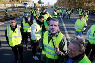 Франция остановилась в массовых протестах водителей в желтых жилетах: есть погибший и десятки раненых