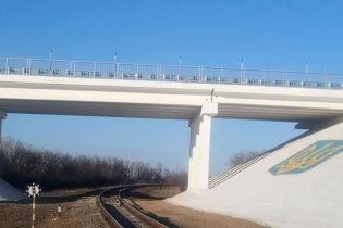 Українські військові відновили пошкоджений бойовиками міст на Донбасі