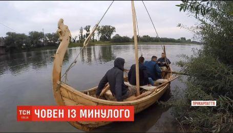 Мастера из Прикарпатья собрали своими руками копию средневековой лодки викингов