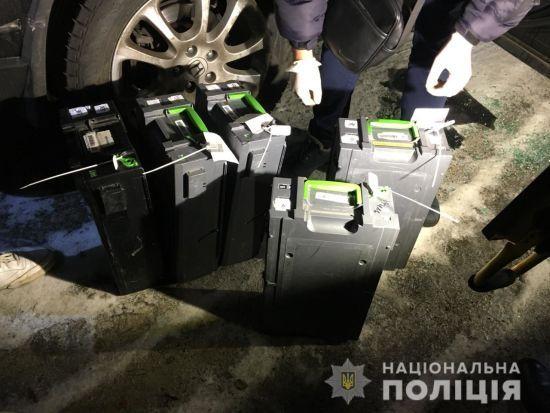 """Поліція затримала одного з нападників на інкасаторів """"ПриватБанку"""" та знайшла гроші"""