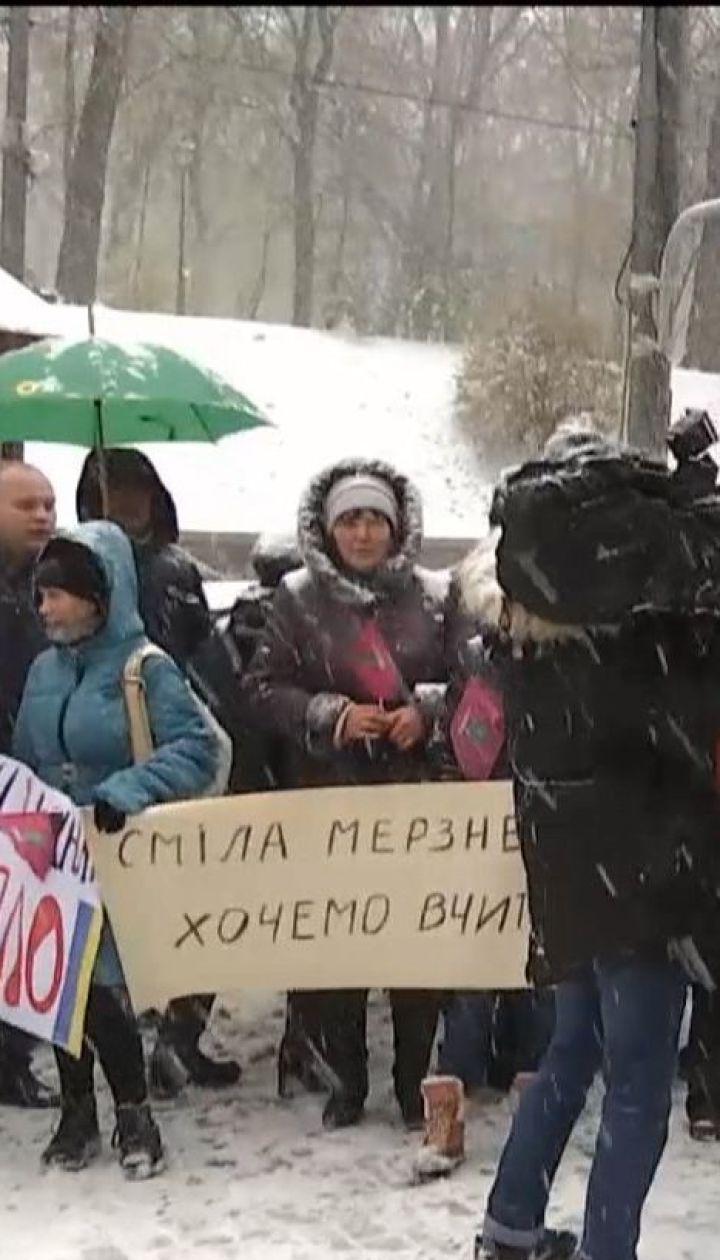 Замороженная Смела: кому выгодно держать людей в холоде