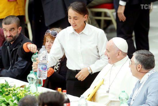 Папа Римський пообідав за одним столом із трьома тисячами бідних