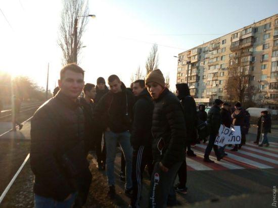В Одесі мешканці перекрили дві дороги через відсутність опалення