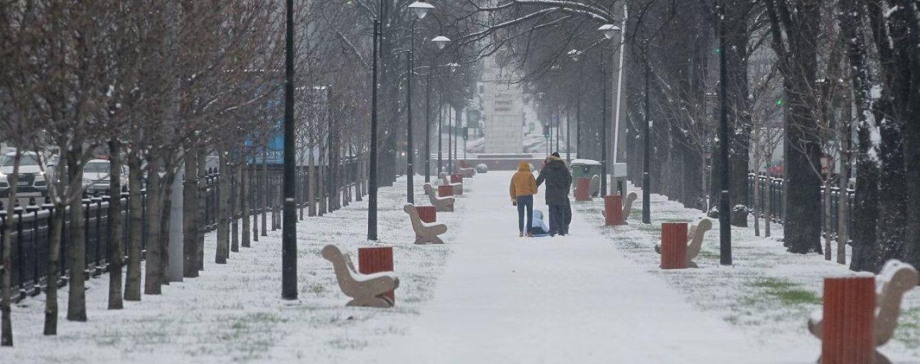 В КГГА рассказали, сколько коммунальщиков освобождали Киев от снега ночью