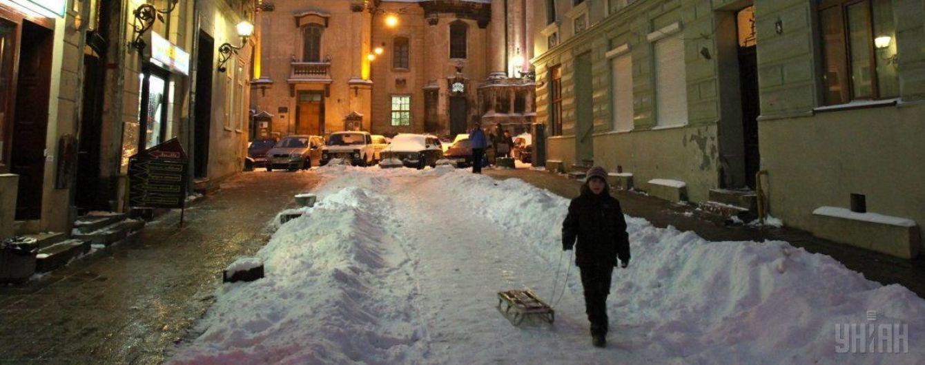 Из-за первого снега во Львове начались большие пробки