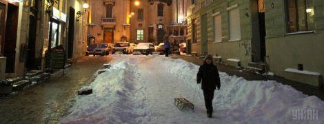 Україну засипало снігом: найскладніша ситуація на Прикарпатті