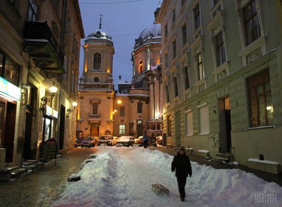 Через перший сніг у Львові почалися великі затори