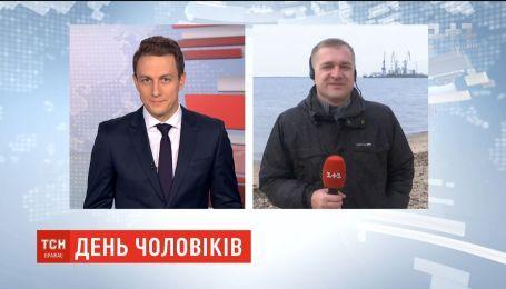 День мужчин. В Запорожской области праздник отметили нырянием в Азовское море