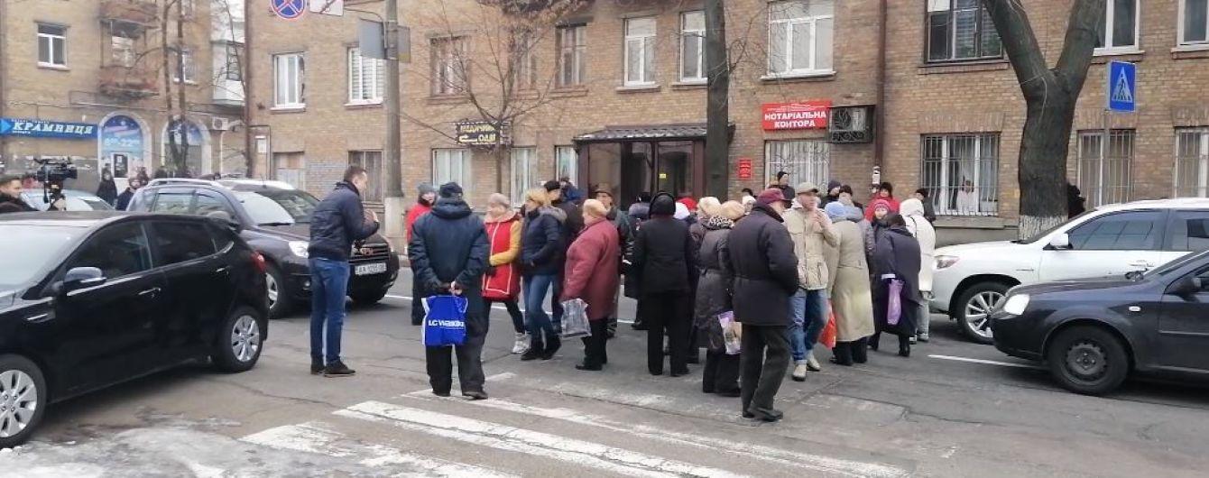 У Києві люди перекрили вулицю через холодні батареї в будинках