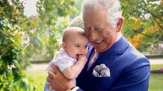Принц Чарльз разом з онуком Луї з'явився на обкладинці відомого видання