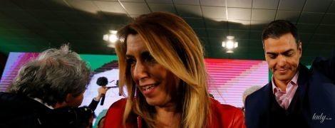 У червоній шкіряній куртці і білій блузі: президент Андалусії під час передвиборчої кампанії