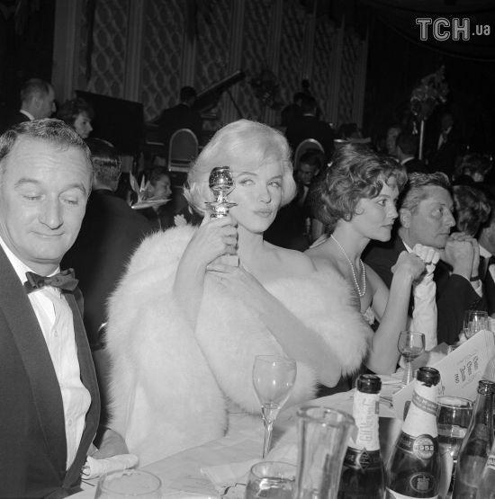 """Рекордна ставка: у США  продали """"Золотий глобус"""" Мерилін Монро за 250 тисяч долларів"""