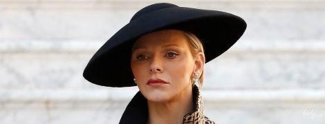 В юбке и забавной шляпе: княгиня Шарлин на праздновании Дня Монако