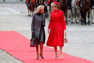 Яскрава королева Матильда і елегантна Бріжит Макрон: дами зустрілися на червоній доріжці в Брюсселі