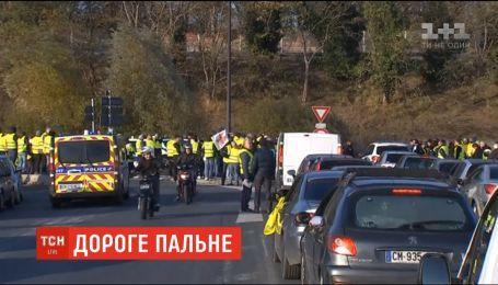 Во Франции за два дня протестов получили травмы 400 человек