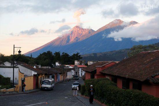 У Гватемалі масова евакуація через вулкан Фуего