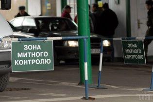 Правоохранители проводят обыск на таможенном посту на Волыни