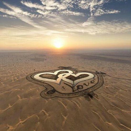 У Дубаї посеред пустелі з'явилися озера у формі сердець
