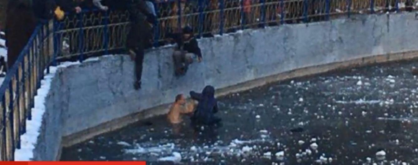 У Києві колишній морпіх урятував школяра, котрий провалився в обледенілу водойму