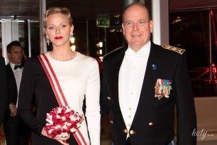 У вечірній сукні на червоній доріжці: ефектна княгиня Шарлін вийшла в світ
