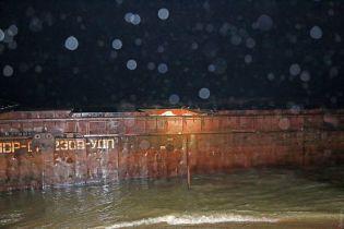 В Чорному морі потрапив в аварію буксир, який тягнув баржу контрабанди з РФ - активісти
