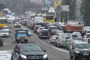 """Протести власників """"євроблях"""" та аварії спровокували у Києві величезні затори"""