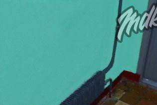 В России грязную стену покрасили в Paint и сделали вид, что она убрана