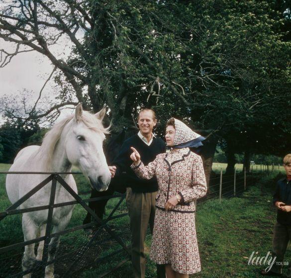 Королева Елизавета II и принц Филипп_1