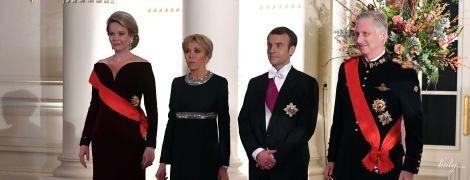 У вечірніх сукнях і з діамантами: королева Матильда і перша леді Бріжит Макрон на прийомі в Королівському палаці
