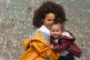 Мы просто чувствуем любовь: Гайтана показала мужа и дочь в семейной фотосессии