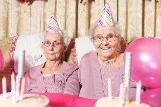 102-річні близнючки відірвалися на рожевій вечірці до дня народжнення і розкрили секрет довголіття