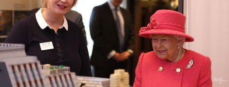 Королева Елизавета II в день годовщины своей свадьбы приехала на другое праздничное мероприятие