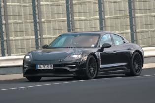 Электрокар Porsche Taycan засняли на испытаниях без камуфляжа