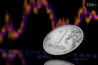 Слідом за світовими цінами на нафту в Росії обвалився рубль