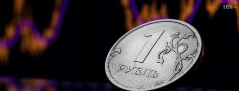 Вслед за мировыми ценами на нефть в России обвалился рубль